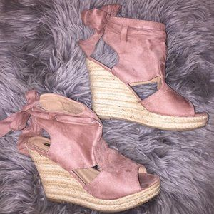 Shoes - Pink suede wedges